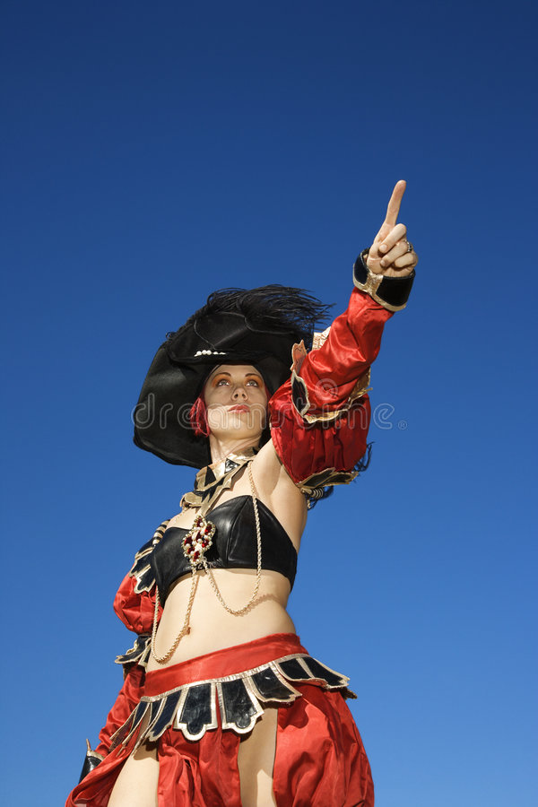 De vrouw kleedde zich in piraatkostuum. royalty-vrije stock afbeeldingen