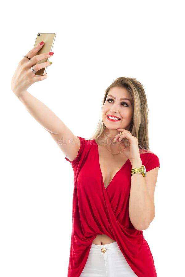 De vrouw maakt een portretportret Selfie Blondepersoon en weari stock foto