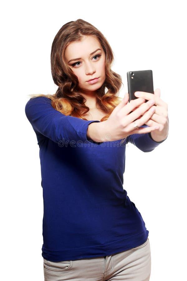 De vrouw maakt selfie stock foto's