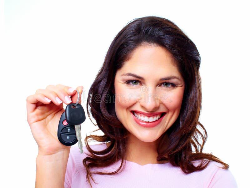 De vrouw met een auto sluit. royalty-vrije stock foto's