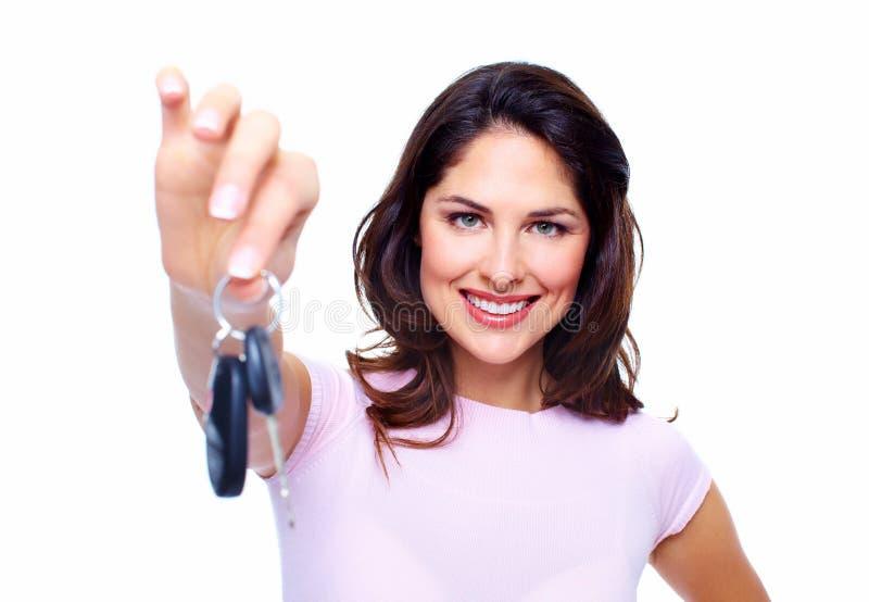 De vrouw met een auto sluit. royalty-vrije stock afbeelding
