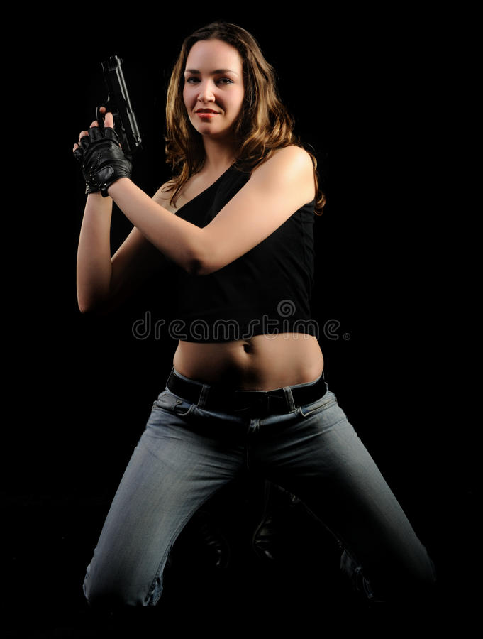 De vrouw met een pistool stock afbeelding