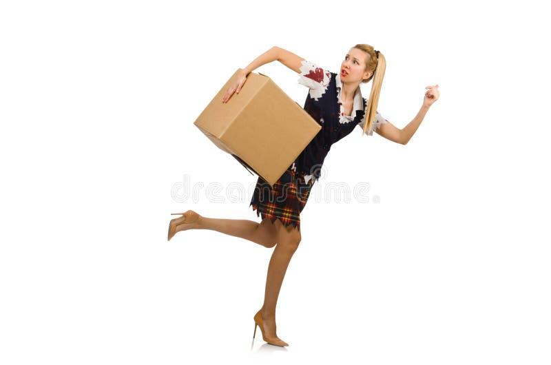 De vrouw met kartondoos op wit wordt geïsoleerd dat stock foto's