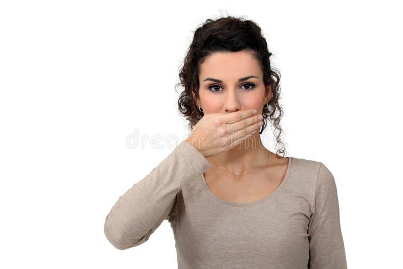 De vrouw met overhandigt mond royalty-vrije stock foto's