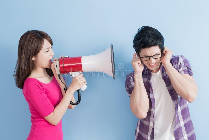 De vrouw neemt de microfoon royalty-vrije stock foto's