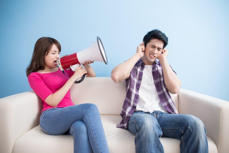 De vrouw neemt microfoon met de mens royalty-vrije stock afbeeldingen