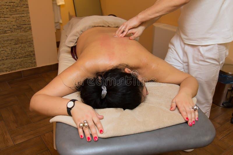 Vrouw op de massage royalty-vrije stock fotografie