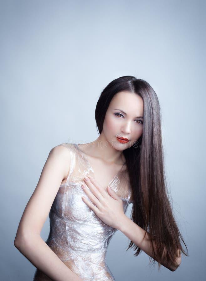 De vrouw in plastic omslag royalty-vrije stock afbeeldingen