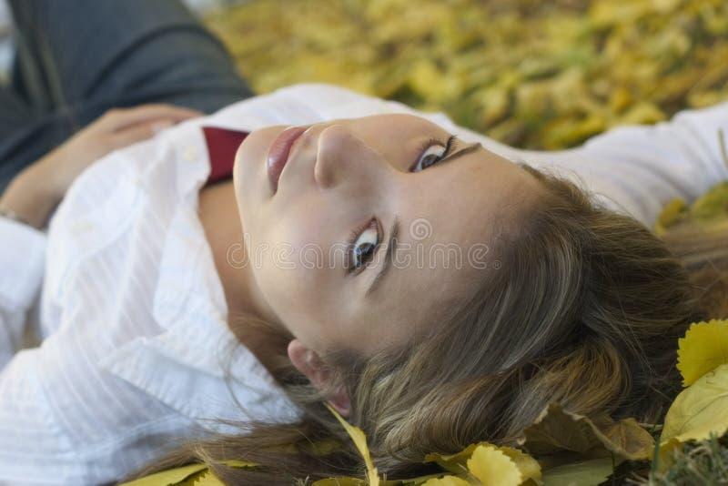 De Vrouw van bladeren royalty-vrije stock afbeeldingen