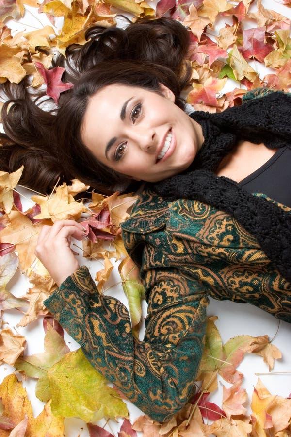 De Vrouw van de Bladeren van de daling royalty-vrije stock foto