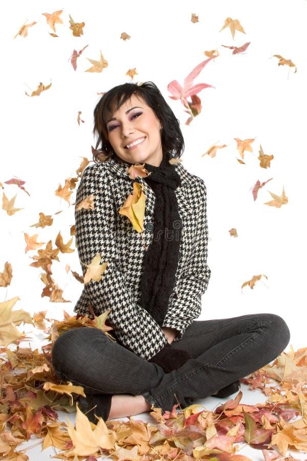 De Vrouw van de Bladeren van de herfst royalty-vrije stock afbeelding