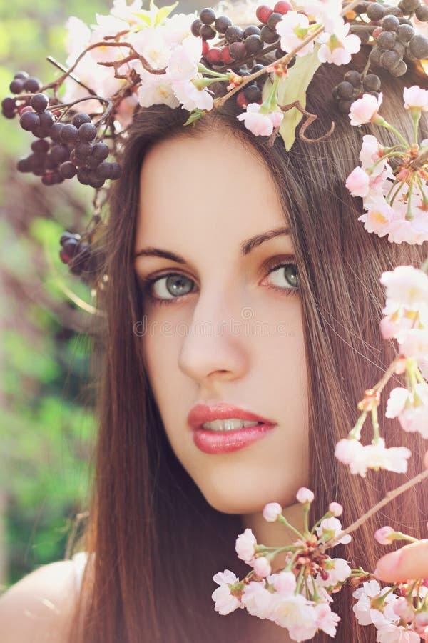 De vrouw van de de lentebloem royalty-vrije stock afbeeldingen