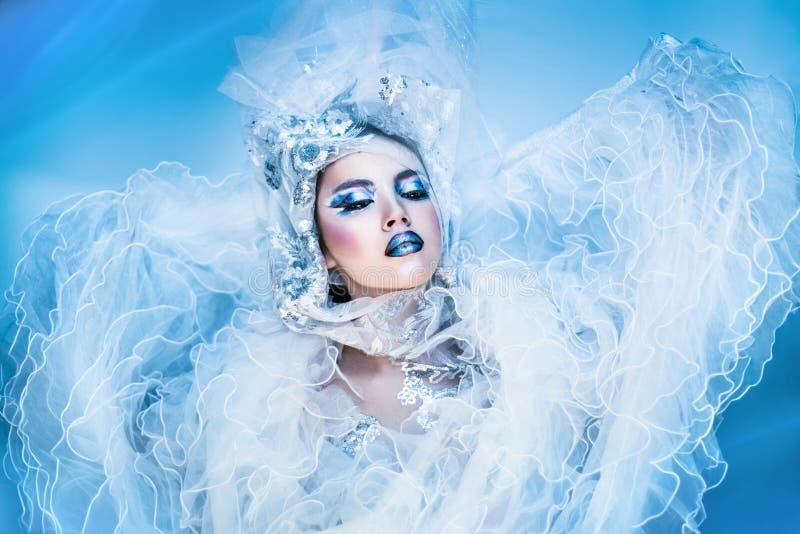 De Vrouw van de de winterschoonheid De Make-up van het Kerstmismeisje stock foto