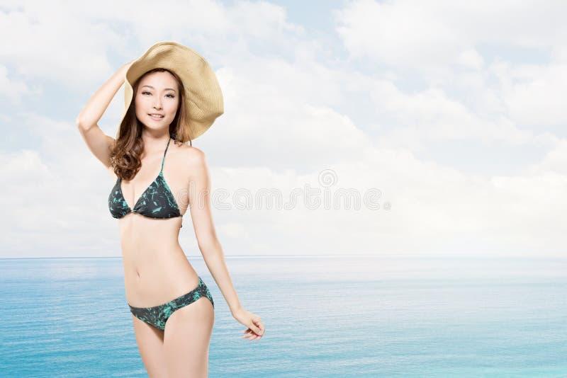 De vrouw van de de zomervakantie stock foto's