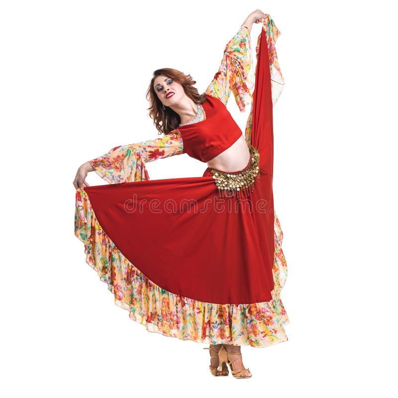 De vrouw van de flamencodanser stellen, geïsoleerd op wit in volledige lengte stock afbeelding