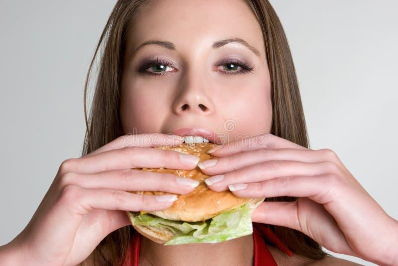 De Vrouw van de hamburger stock foto