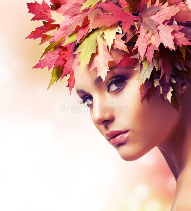 De Vrouw van de herfst stock fotografie