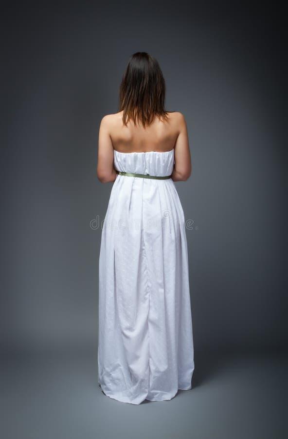 De vrouw van de huwelijksdag aan achterkant stock afbeeldingen