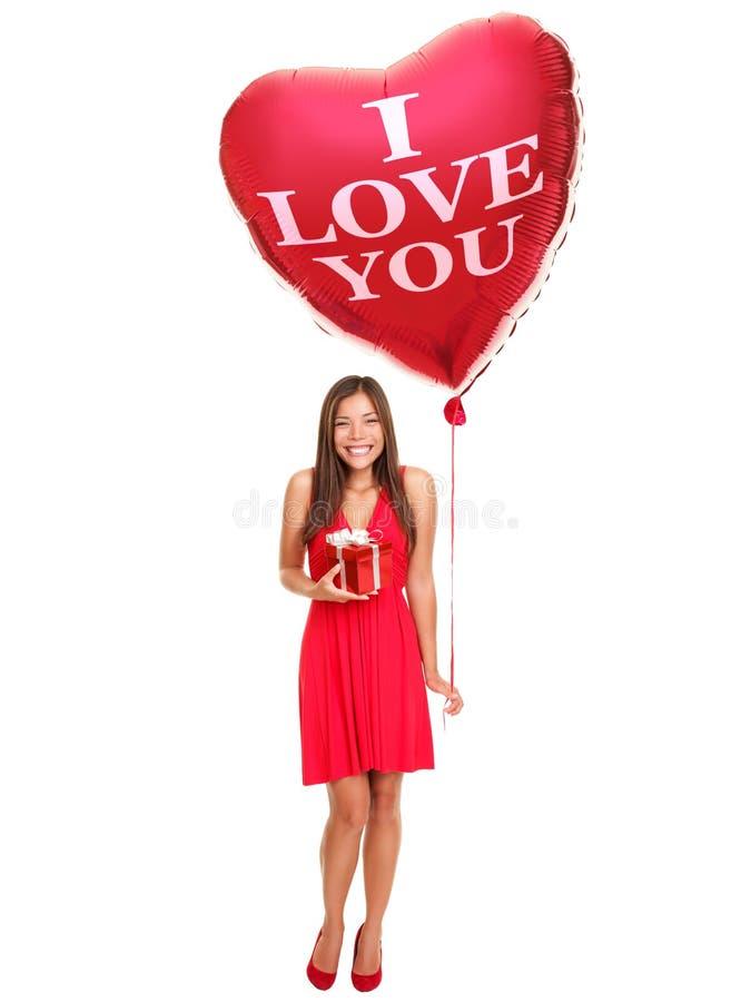 De vrouw van de liefde met ballongift stock afbeeldingen