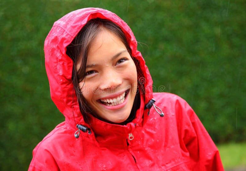 De vrouw van de regen het glimlachen stock foto's