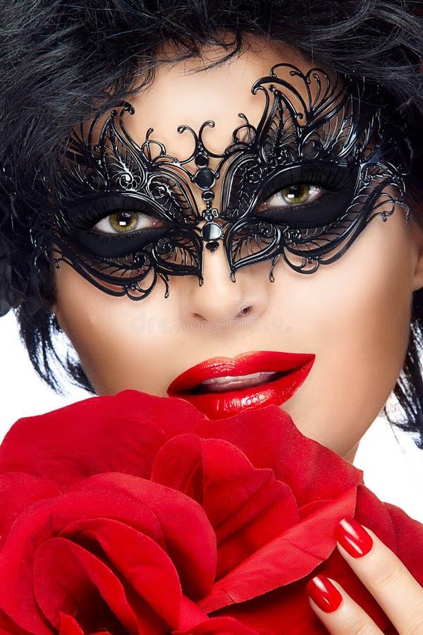 De Vrouw van de schoonheidsmanier met Elegant Masker Mooie dame royalty-vrije stock afbeeldingen