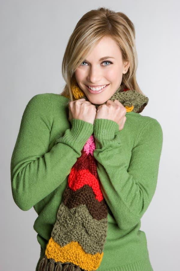 De Vrouw van de Sjaal van de winter stock afbeelding