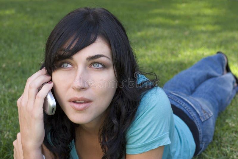Download De Vrouw van de telefoon stock afbeelding. Afbeelding bestaande uit schoonheid - 285829