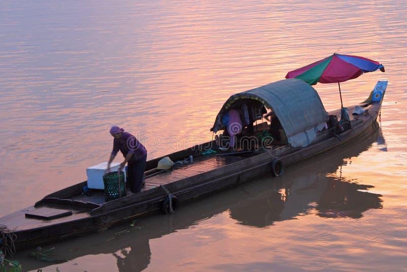 De vrouw van de visser in Phnom Penh royalty-vrije stock foto