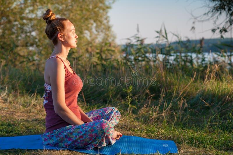 De vrouw van de yoga royalty-vrije stock fotografie