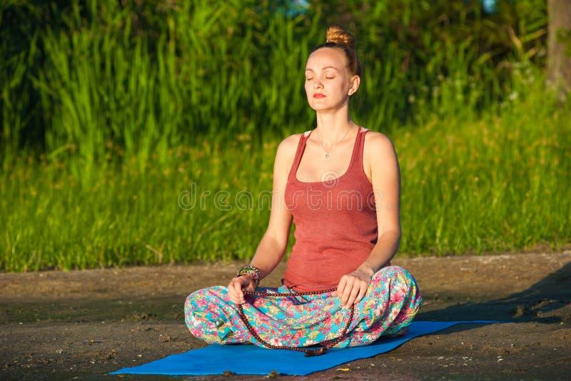 De vrouw van de yoga royalty-vrije stock foto