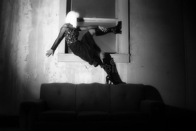 De Vrouw van Goth in Venster royalty-vrije stock foto's