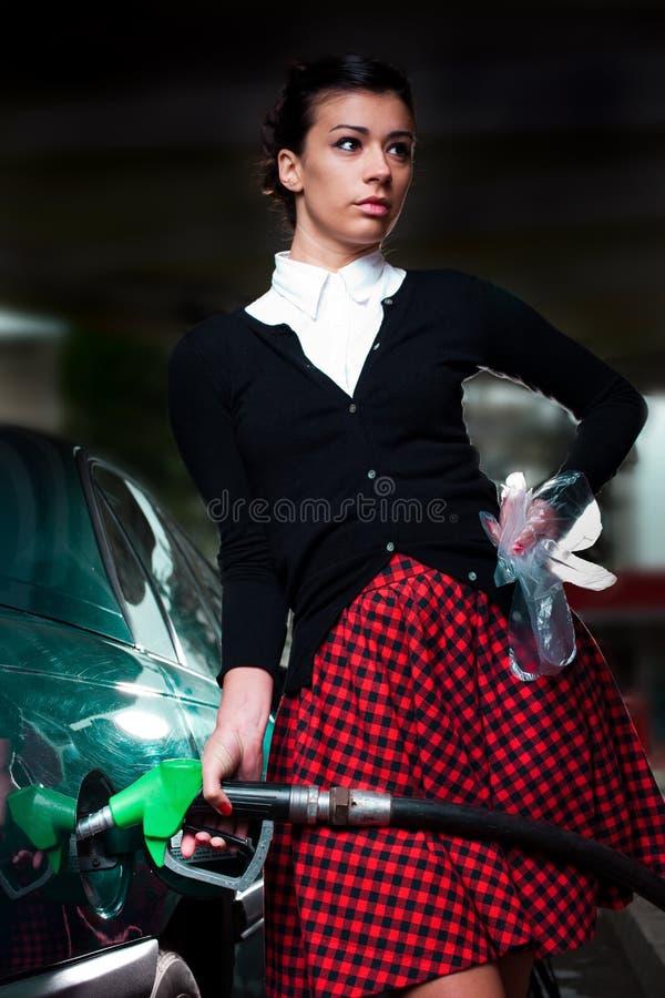 De vrouw van het benzinestation royalty-vrije stock afbeelding