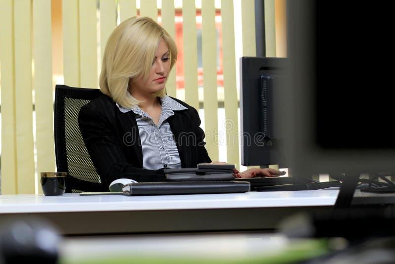 De vrouw van het bureau stock foto's