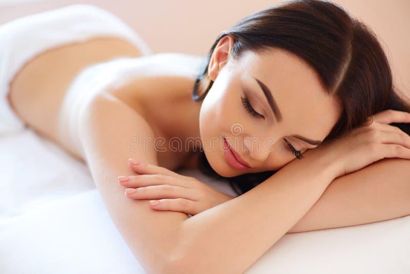 De Vrouw van het kuuroord Close-up van een Beautiful Woman Getting Spa Behandeling stock fotografie