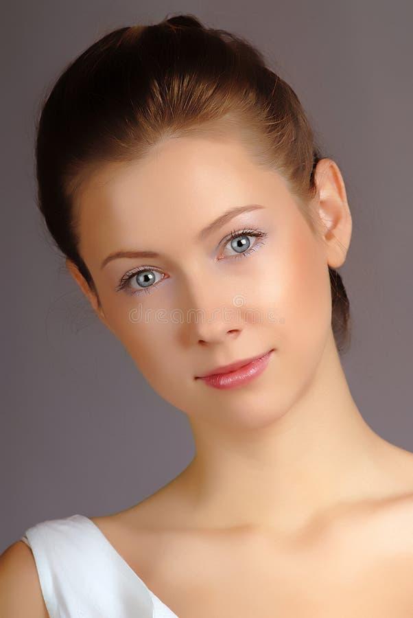 De vrouw van het portret in studio royalty-vrije stock afbeeldingen