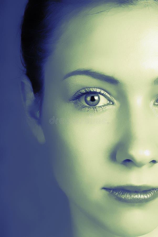 De vrouw van het portret in studio stock foto