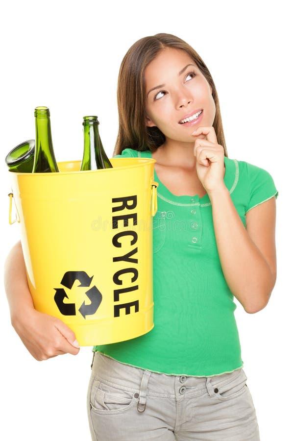 De vrouw van het recycling het denken stock afbeelding