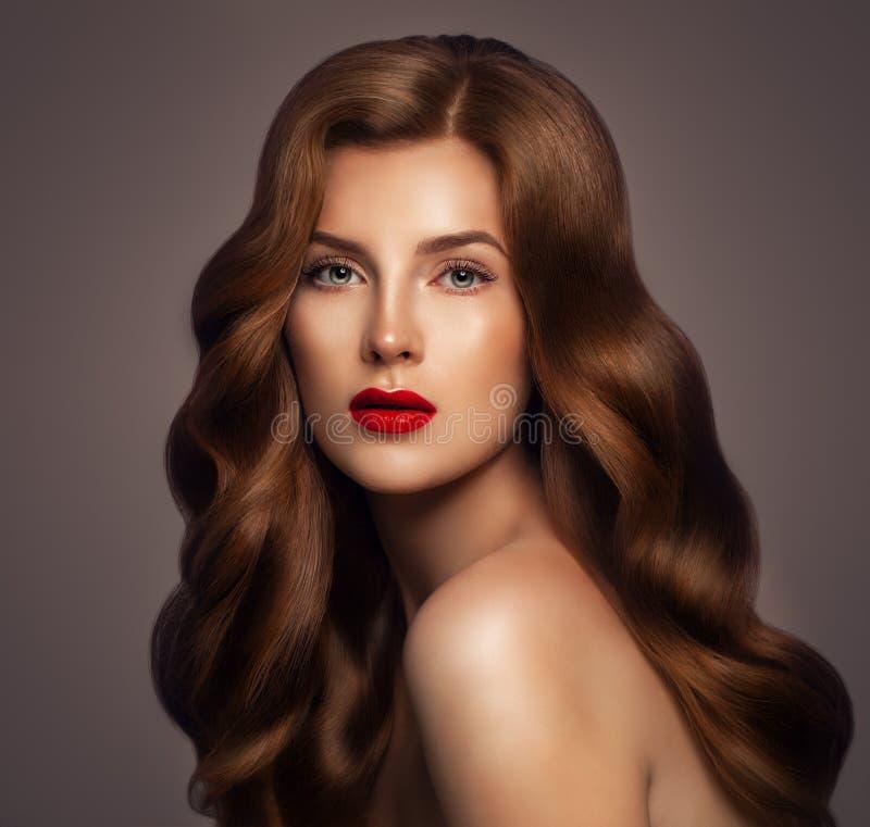 De Vrouw van het schoonheidsroodharige met Gezond Haar royalty-vrije stock foto