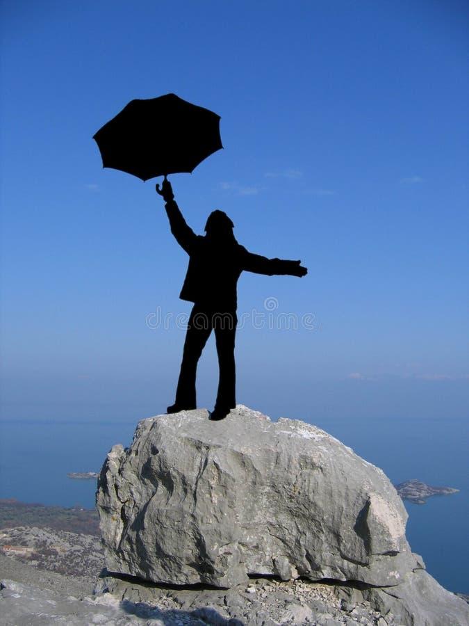 De vrouw van het silhouet met paraplu stock foto