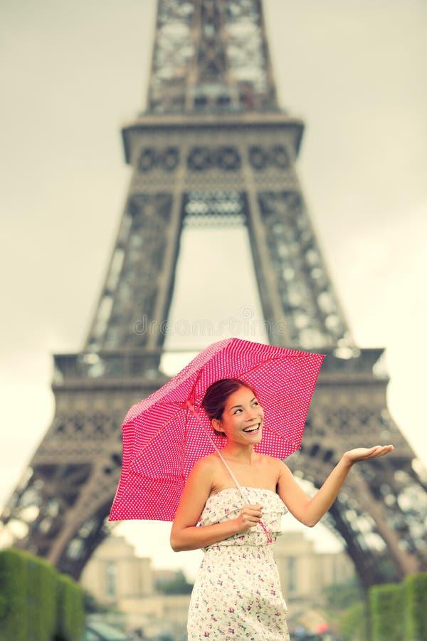 De vrouw van Parijs van de Toren van Eiffel stock afbeeldingen