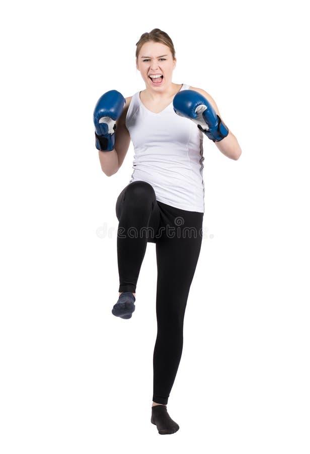 Download De vrouw voert schop uit stock foto. Afbeelding bestaande uit kickboxing - 39109878