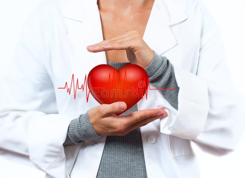 De vrouwelijke Arts toont hartvorm MEDISCH concept royalty-vrije stock afbeelding