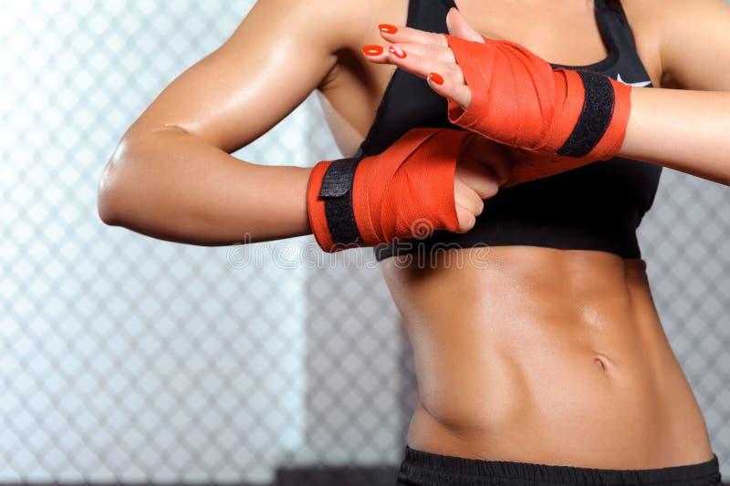 De vrouwelijke bokser verbindt stock afbeelding