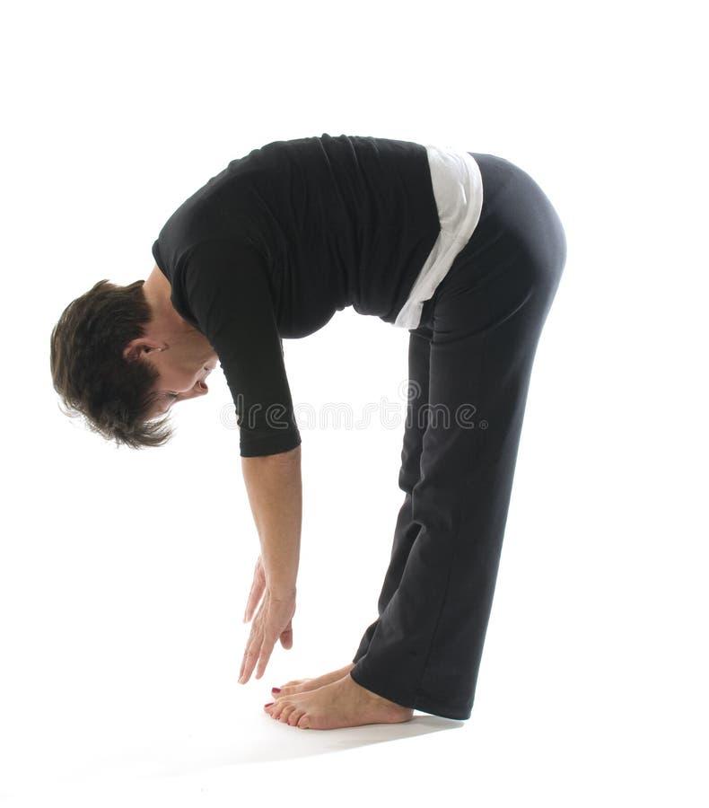 De vrouwelijke de teenaanraking van de yogapositie verlamt rek stock foto