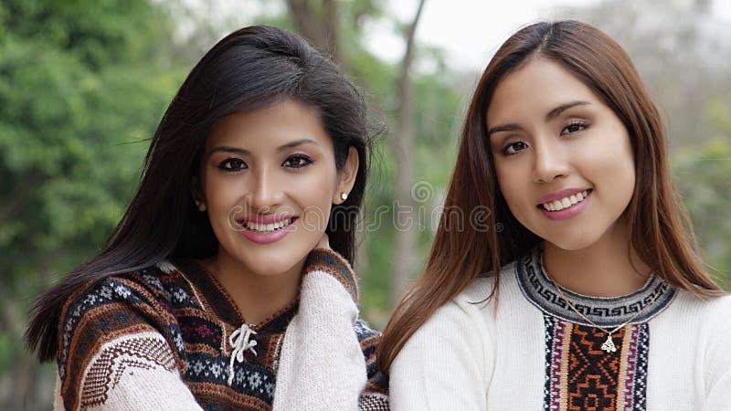 De vrouwelijke Spaanse Vrienden van Latina stock fotografie