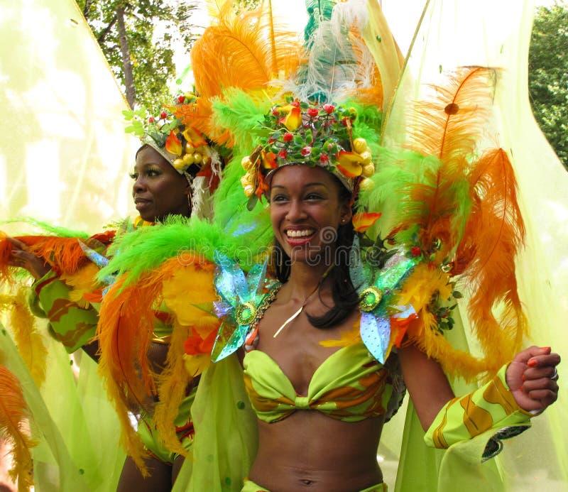 De vrouwelijke uitvoerders Londen Engeland van Carnaval van de Nottingsheuvel royalty-vrije stock fotografie