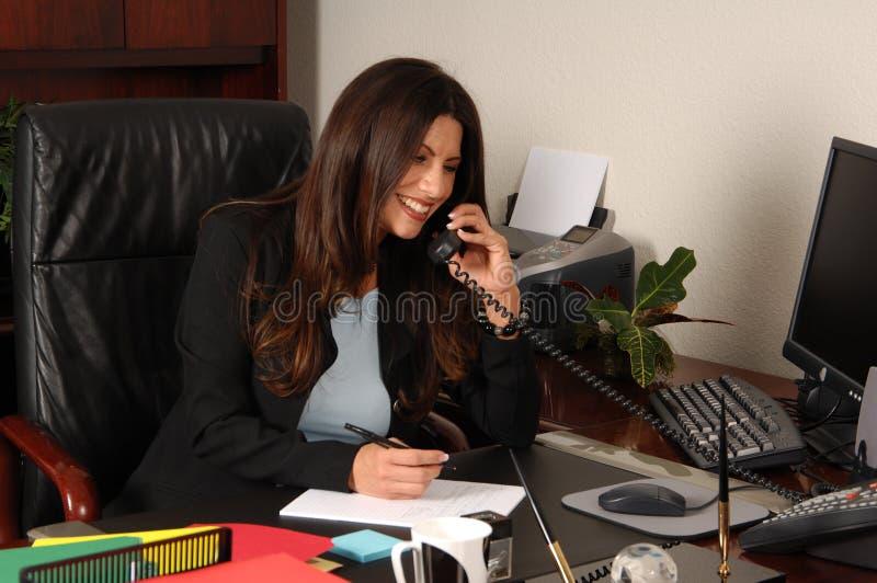 De vrouwelijke Uitvoerende macht op Telefoon royalty-vrije stock afbeelding