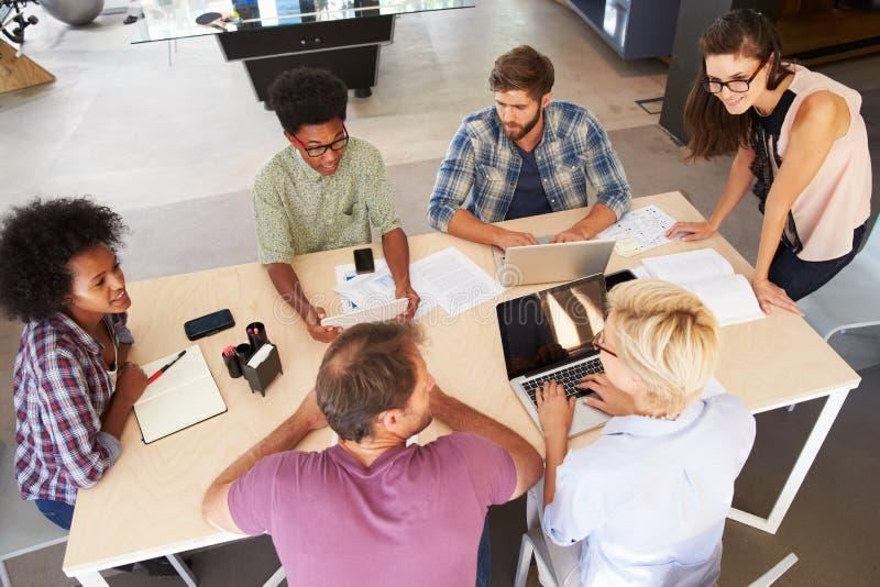 De vrouwelijke Vergadering van Managerleading creative brainstorming royalty-vrije stock fotografie