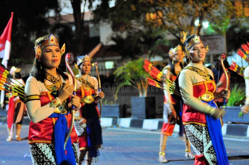 De vrouwen kleedden zich als schutters, Yogyakarta-stadsfestival royalty-vrije stock foto's