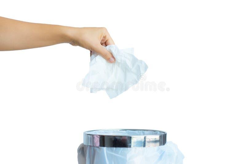 De vrouwen overhandigen binnen het werpen van wit papieren zakdoekje aan een afvalbak royalty-vrije stock foto